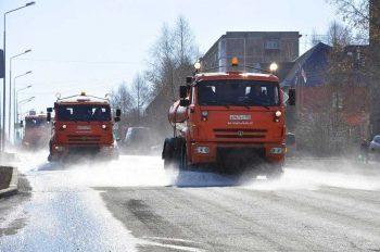 Тяжёлая техника вышла на борьбу с грязью в Первоуральске