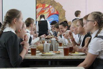 Школьникам из семей льготных категорий на время дистанционного обучения предоставят выплаты на питание