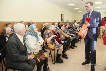 Глава Первоуральска Игорь Кабец вручил ветеранам юбилейные медали к 75-летию Победы в ВОВ