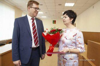 Педагог из Новоуткинска получила сертификат на строительство дома