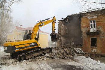 В микрорайоне Динас сносят еще один ветхий дом