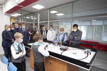 Глава региона Евгений Куйвашев оценил центр ранней профориентации в 21 лицее