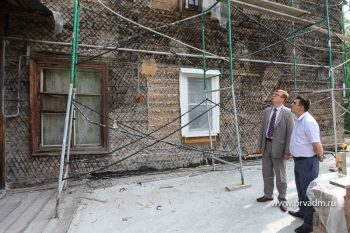 Игорь Кабец проверил ход ремонтных работ в многоквартирных домах