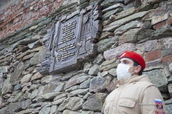 В Первоуральске появилась памятная плита в честь 100-летия выпуска первой трубы на Урале