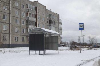 В Первоуральске устанавливают новые остановочные комплексы