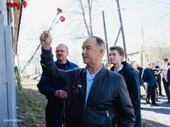 Герой Советского Союза Валерий Востротин возложил цветы к мемориалу летчику-испытателю Григорию Бахчиванджи