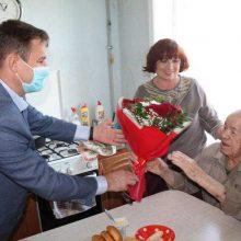В день окончания Второй мировой войны ветераны принимают поздравления