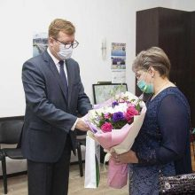 Глава Первоуральска Игорь Кабец поздравил руководителя этно-студии «Приволье» с присуждением премии губернатора